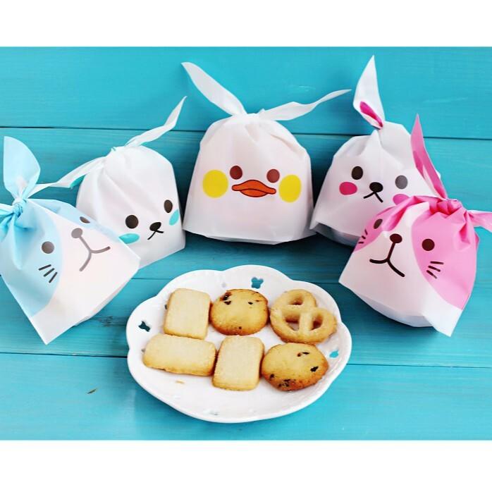 目前又到貨 貨源充足囉_x000D_ 預購預訂的朋友已陸續出貨_x000D_ 袋子的磨砂手感特別好,再加上兔子可愛的長耳朵設計,萌萌的, _x000D_ 非常漂亮非常可愛,裝小餅乾小蛋糕巧克力或者首飾
