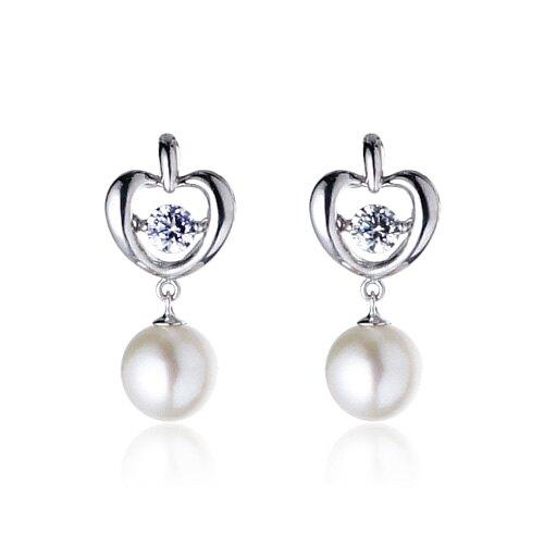 深情詩人羅葉:珍珠是從一粒細沙開始的,愛也是。嚴選天然淡水珍珠,晶瑩透亮璀璨動人,妝點出眾優雅氣質,讓Luperla詮釋你最美瞬間。女人的夢幻珠寶,母親節禮物最佳首選 - 生日、情人節、婚宴珠寶、長輩