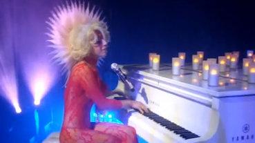 類格文 – Lady GaGa in Marc Jacobs After Party(2009)
