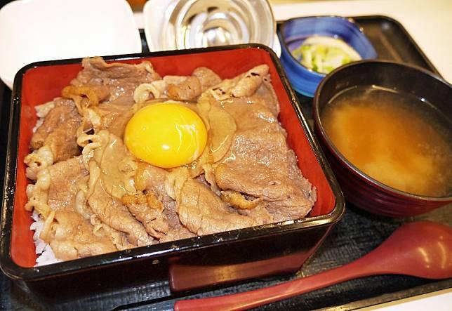 花了約1年時間開發的「特撰Sukiyaki重」,賣相看似平平無奇,但實情係用西冷牛肉來炮製,口感及味道均有大躍進。(互聯網)
