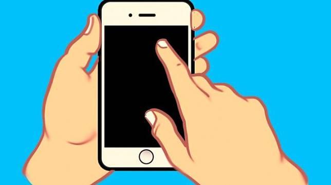Menggunakan satu tangan untuk memegang ponsel dan jari telunjuk tangan satunya untuk menyentuh layar. (Bright Side)