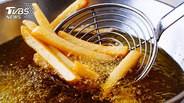 許多人相當喜愛酥脆的炸薯條。示意圖/TVBS