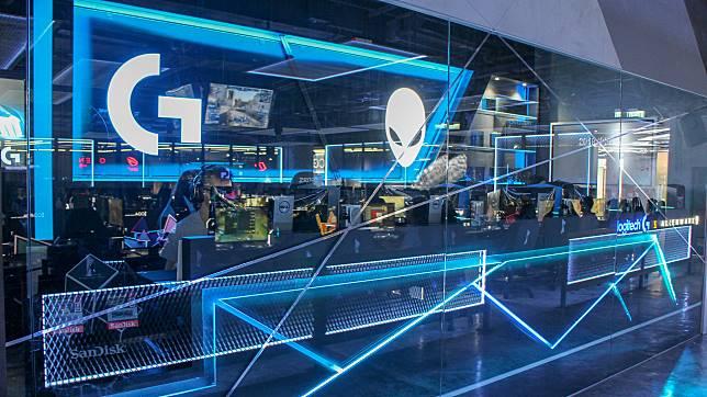 參加5人VIP套餐,更可以使用升級電競獨立房,燈光設計心思十足。