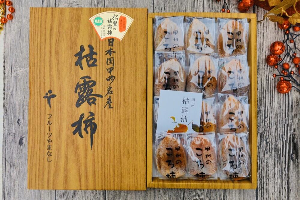 商品名稱:日本頂級枯露柿干(柿餅) 商品規格:枯露柿餅12入/盒 原產:日本 進口商:愷芙特商行 超美味的日本頂級柿餅,承傳近600年的古法技術造就超Q彈口感綿密,外層有天然濃厚柿霜,吃了才知道她的魅