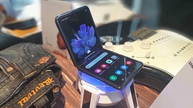 Samsung Galaxy Z Flip hadir di Indonesia, Kamis (20/2/2020). [Suara.com/Lintang Siltya Utami]