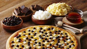 達美樂、必勝客全都推出「黑糖珍珠披薩」啦!珍珠x披薩就是狂~披薩上撒了滿滿珍珠每一口都太銷魂!