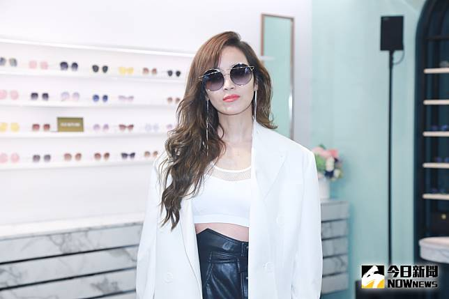 ▲侯佩岑出席墨鏡品牌新店開店記者會。(圖/記者葉政勳