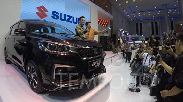 Presiden Direktur PT Suzuki Indomobil Sales Seiji Itayama meluncurkan All New Suzuki Ertiga Sport di pameran GIIAS Surabaya 2019 di Grand City Convec, Surabaya, 29 Maret 2019. TEMPO/Wawan Priyanto.
