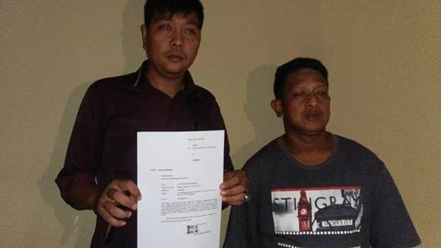 Suwito dan kuasa hukumnya Firli saat melaporkan mengenai dugaan penganiayaan yang menimpa anaknya saat MOS di SMA Taruna Indonesia Palembang.