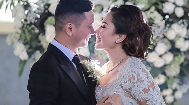 Emma Waroka resmi menikah dengan Bagoes Soeharto. [Instagram]