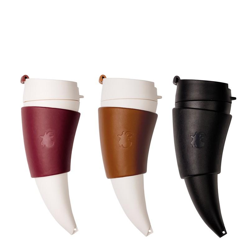 唯一的問題是「想要哪一款?」-羊角造型設計-創意山羊角造型,方便飲用設計 好握、好拿、好方便 專屬皮革杯套,也能成為專屬杯架-時尚造型配件-Goat Mug山羊角咖啡杯內附背帶,手帶及原廠品專屬採用裝