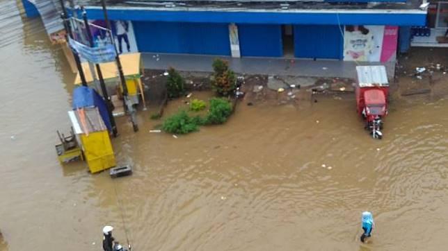 Banjir Bandang di Bandung Hanyutkan 17 Mobil