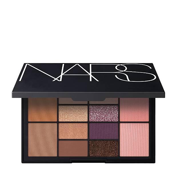NARS Makeup Your Mind Eye & Cheek Palette眼頰組合(朗豪坊專門店限量獨買):一盒包括眼影、胭脂和光影粉,能配搭出不同風格妝容,盡展女士獨特美態。(互聯網)