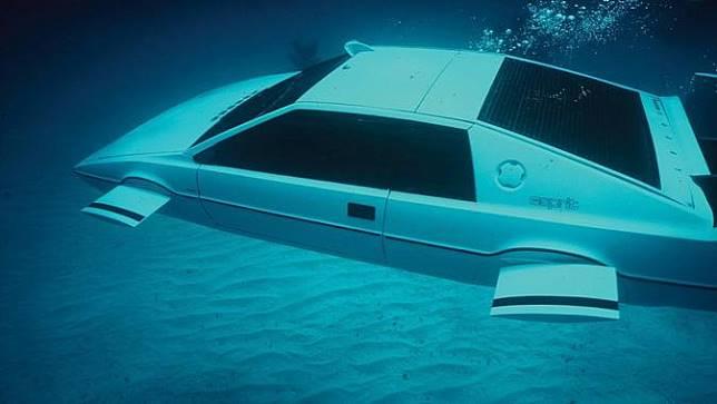 kendaraan James Bond di seri The Spy Who Love Me produksi 1977