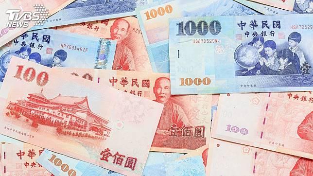 過年許多民眾都會去換新鈔求個喜氣。(示意圖/TVBS)