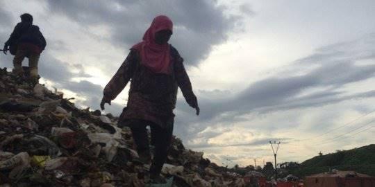 Kehidupan para pemulung di TPST Bantargebang. ©2016 Merdeka.com/Intan Umbari Prihatin