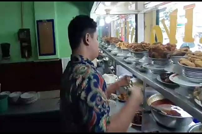 Rumah makan padang tetap ramai meski ada ajakan boikot