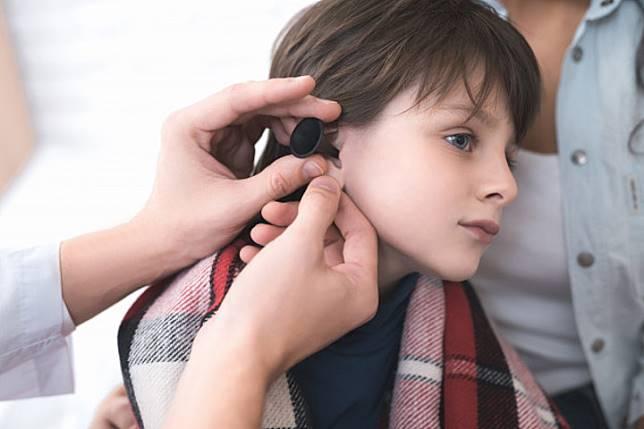 Anak Mengeluh Telinganya Berdengung, Waspada Tinnitus!