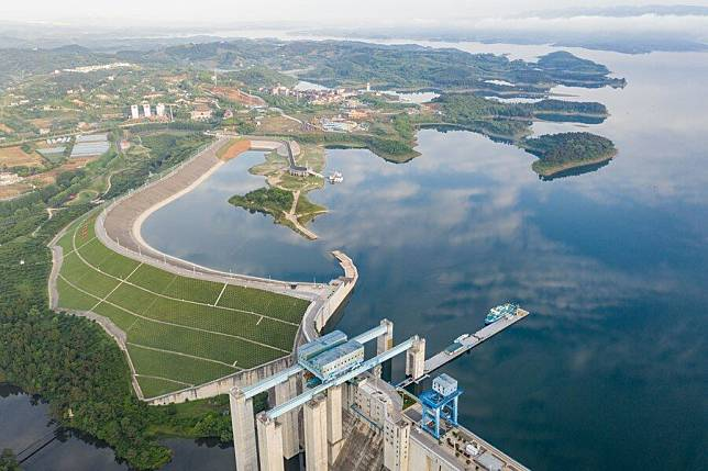Aerial-view-of-Chinas-mega-water-project-3