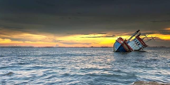 Detik-detik Tenggelamnya Kapal Wisatawan yang Angkut 1 Keluarga di Labuan Bajo