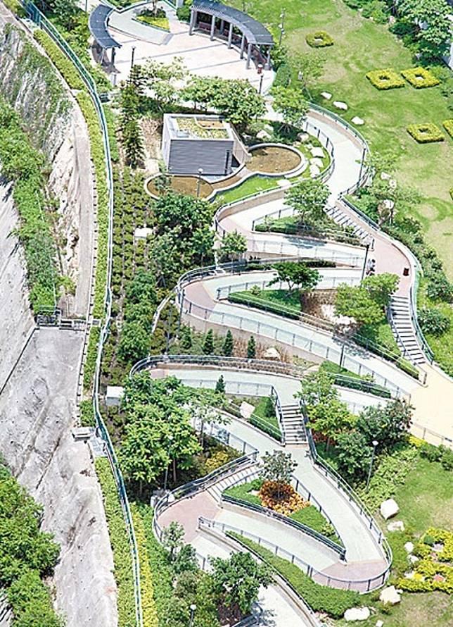 從高處俯瞰彩榮路公園的最上層,氣勢啊!〈資料圖片)