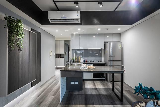 4. 應有盡有的明亮廚房