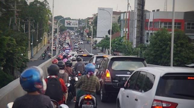 Kondisi kemacetan di Kota Solo, Jawa Tengah. (Suara.com/Ari Purnomo)