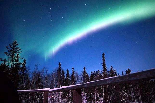加拿大西北地區首府Yellowknife,位於北緯62.5度,正是北極光光環中心帶,每年12月到4月是觀賞極光的最佳季節!(互聯網)