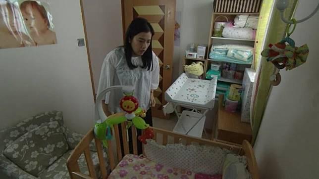 監製從劇中的嬰兒房開始營造氣氛…