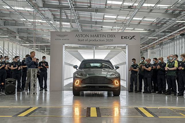Aston Martin DBX Mulai Diproduksi, Segera Sampai di Garasi Konsumen