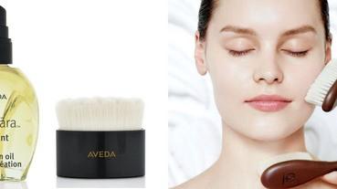 早前刷牙洗臉前畫圓乾刷,就可以開啟肌膚的迷人光采喔!