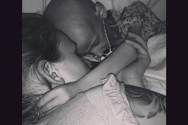 """หัวใจสลาย มะเร็งพรากชีวิตเด็กชายวัย 5 ขวบ  ทิ้งคำพูดสุดท้ายสุดสะเทือนใจผู้เป็นแม่ """"ผมขอโทษที่เป็นแบบนี้"""""""