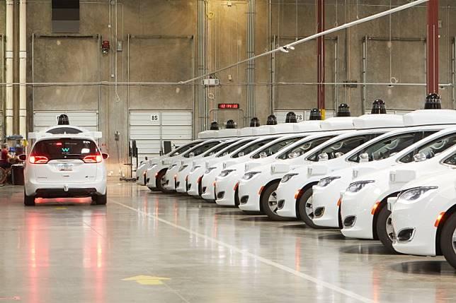 Pabrik mobil swakemudi Waymo beroperasi pertengahan 2019