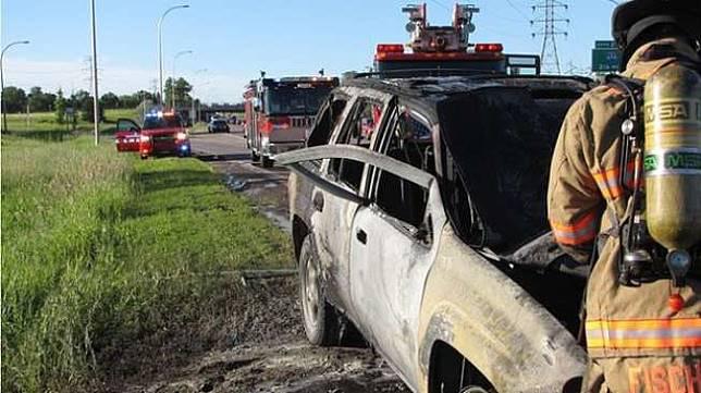 Kebakaran mobil. (Minnesota State Patrol/Facebook/ Metro)