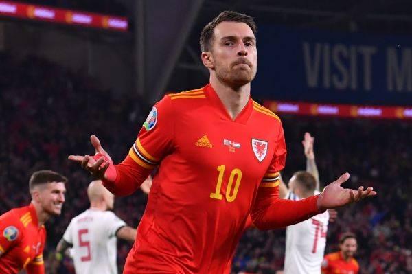 Aaron Ramsey merayakan golnya ke gawang Hongaria dalam laga kualifikasi Piala Eropa 2020.