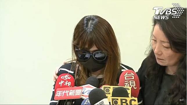 女童母親今日召開記者會控訴生父。(圖/TVBS)