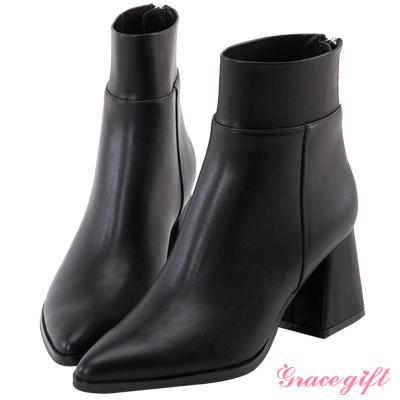 質感面料俐落拼接鞋面,率性自然好搭配帶有彈性的襪靴式筒口剪裁,包覆雙腳拉高比例!造型注目跟!為整體增添視覺層次