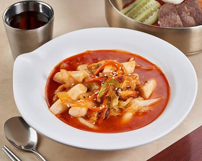紅色食物有助肖羊者財運,如紅當當的韓式炒年糕就有助愈食愈旺。(互聯網)