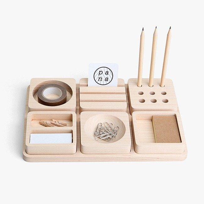 童趣記憶。 還記得兒時第一次堆積木、組合樂高的情境嗎? 豆腐積木文具收納架讓你桌面整齊好心情。 內含:筆架、名片架、膠帶台、小物分類盤、迴紋針盤。