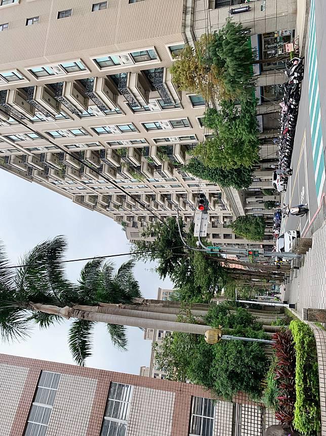 ▲板橋重慶商圈雖然離捷運站遠,但公車路線多,且擁傳統市場和完整學區,又有機會千萬內買3房。(圖/信義房屋提供)