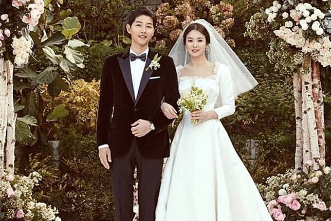 South Korean celebrities Song Joong-ki (left) and Song Hye-kyo (right) during their wedding ceremony.