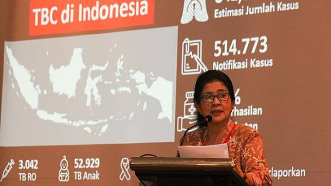 Health Minister Nila Moeloek at the Indonesian Tuberculosis International Meeting in Surabaya, East Java, Saturday, April 6, 2019. The theme of the meeting was A Joined Force To Bring TB Down, Recent Development in The Diagnosis and Management of Tuberculosis. ANTARA FOTO/Didik Suhartono