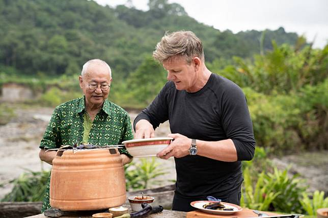 Accompanying Gordon Ramsay while he cooked was Indonesia's own legendary chef and TV personality, 73-year-old William Wongso, who serves as his mentor in learning the traditional dishes of West Sumatra.