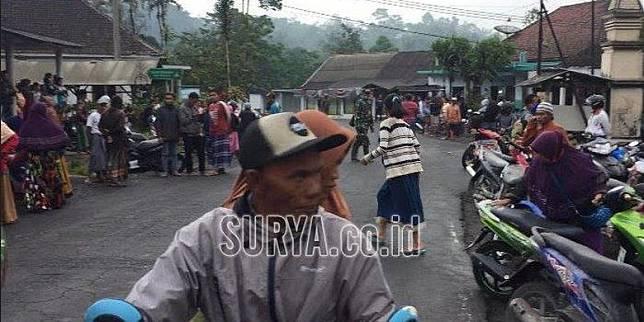 Gunung Semeru Meletus Warga Berbondong Bondong Mengungsi Kompas Com Line Today