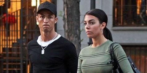 ™ Pacar Cristiano Ronaldo Hamil 5 Bulan? Perut Makin Buncit,