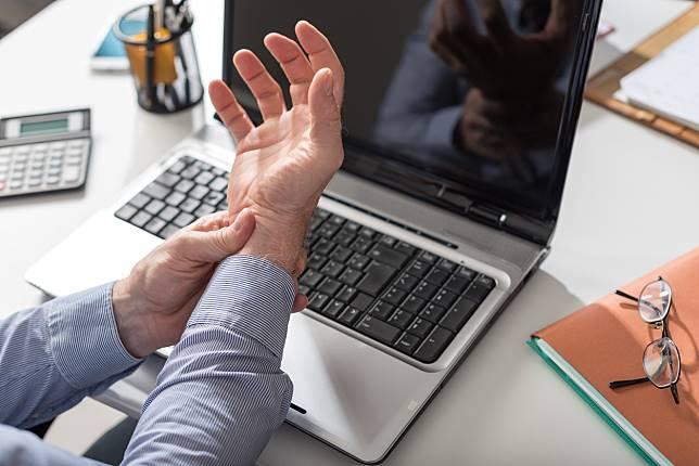 ุ6 วิธีป้องกันอาการมือชา เส้นประสาทข้อมือถูกกดทับ ด้วยตัวเองง่ายๆ