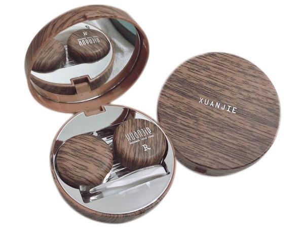 日式風格木質感隱形眼鏡盒(深棕)1組入【D011741】,還有更多的日韓美妝、海外保養品、零食都在小三美日,現在購買立即出貨給您。
