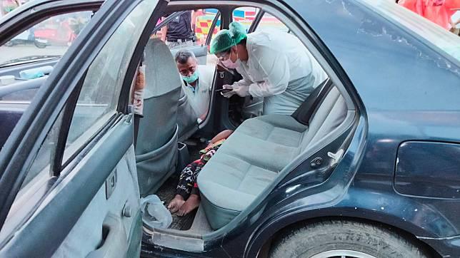 สลด! เด็กอายุ 2 ขวบเสียชีวิตคารถเก๋ง  หลังปู่จอดรถลงซื้อเสื่อใหม่รับเทศกาลรายอ