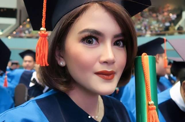 Tania Putri (instagram @taniaputri1707)