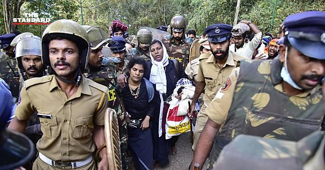 ศาลสูงอินเดียจ่อทบทวนคำตัดสินใหม่ หลังอนุญาตหญิงวัยมีประจำเดือนเข้าวัดฮินดูศักดิ์สิทธิ์ปีที่แล้ว